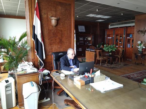 د/ عبد العاطى  يجتمع بوكلاء الوزاره في جميع المحافظات