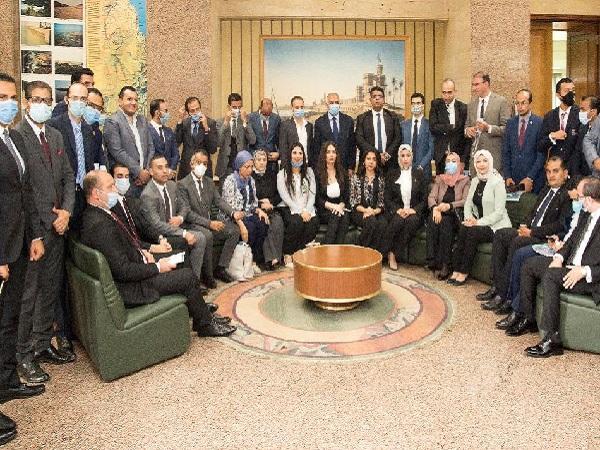 د/ عبد العاطى : يلتقي أعضاء تنسيقية شباب الأحزاب والسياسيين