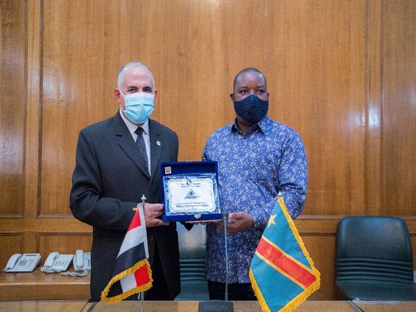 عبد العاطي يعقد جلسة ختاميه مع وزير البيئة والتنمية المستدامة الكونغولى