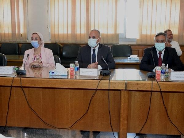 وزير الري يلتقي وزيرة التجارة والطاقة البريطانية بحضور وزيرة البيئة