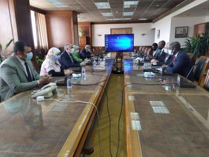 عبد العاطى يلتقي كارل جوستاف وزير المياه الناميبي ورئيس مجلس وزراء المياه الأفارقة